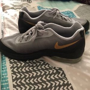 Woman's size 7 Nike Air running shoes